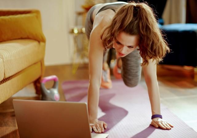 Coraz częściej decydujemy się na domowe treningi.