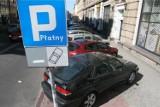 Ile płacimy za parkowanie i komunikację w Warszawie? Na tle innych dużych miast w stolicy jest najtaniej