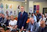 Rafał Walkow powitany w radzie powiatu ostrowskiego