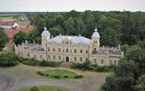 Pałac w Golejewku pod Pakosławiem. Piękny obiekt z roku na rok ma się coraz gorzej. Jak wygląda w środku? [ZDJĘCIA]