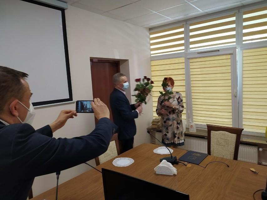 Kwiaty i poczęstunek z okazji Dnia Bibliotekarza w Pińczowie ZDJĘCIA
