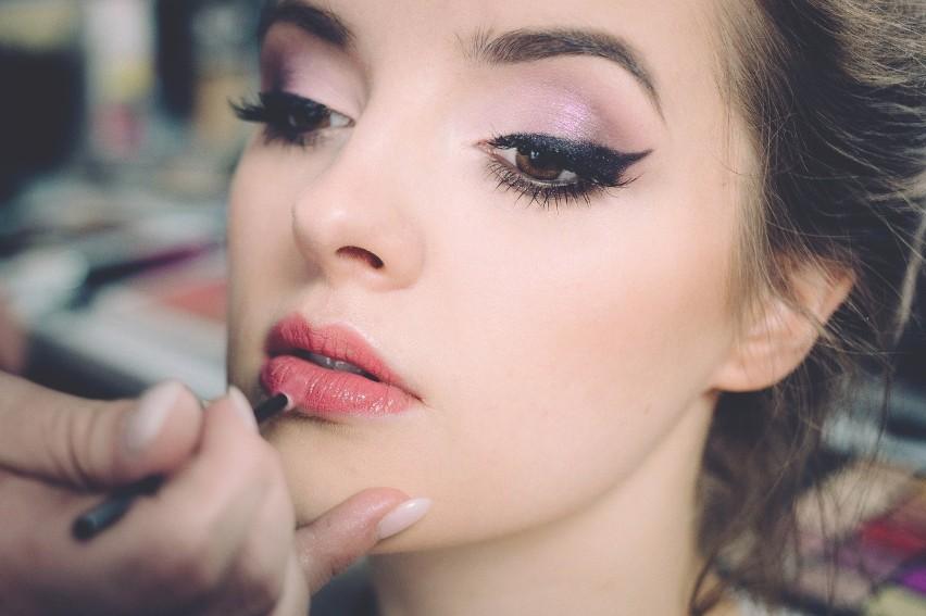 Pomimo, że większość kobiet umie używać eyelinera i kredki...