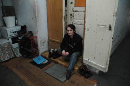 Halina Giemza chciałaby przeprowadzić się do bardziej cywilizowanego mieszkania.