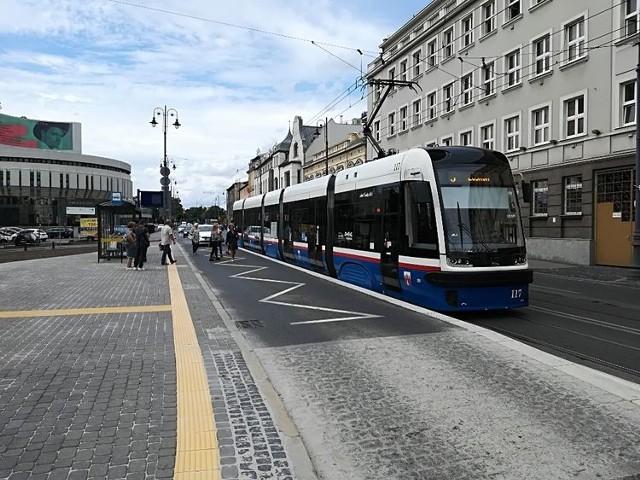 Przystanki wiedeńskie oznaczają większe bezpieczeństwo dla pasażerów komunikacji miejskiej. Trwają prace nad koncepcją przebudowy przystanków wzdłuż ulicy Gdańskiej w Bydgoszczy. Docelowo cała ulica ma zostać wyposażona w perony wiedeńskie.