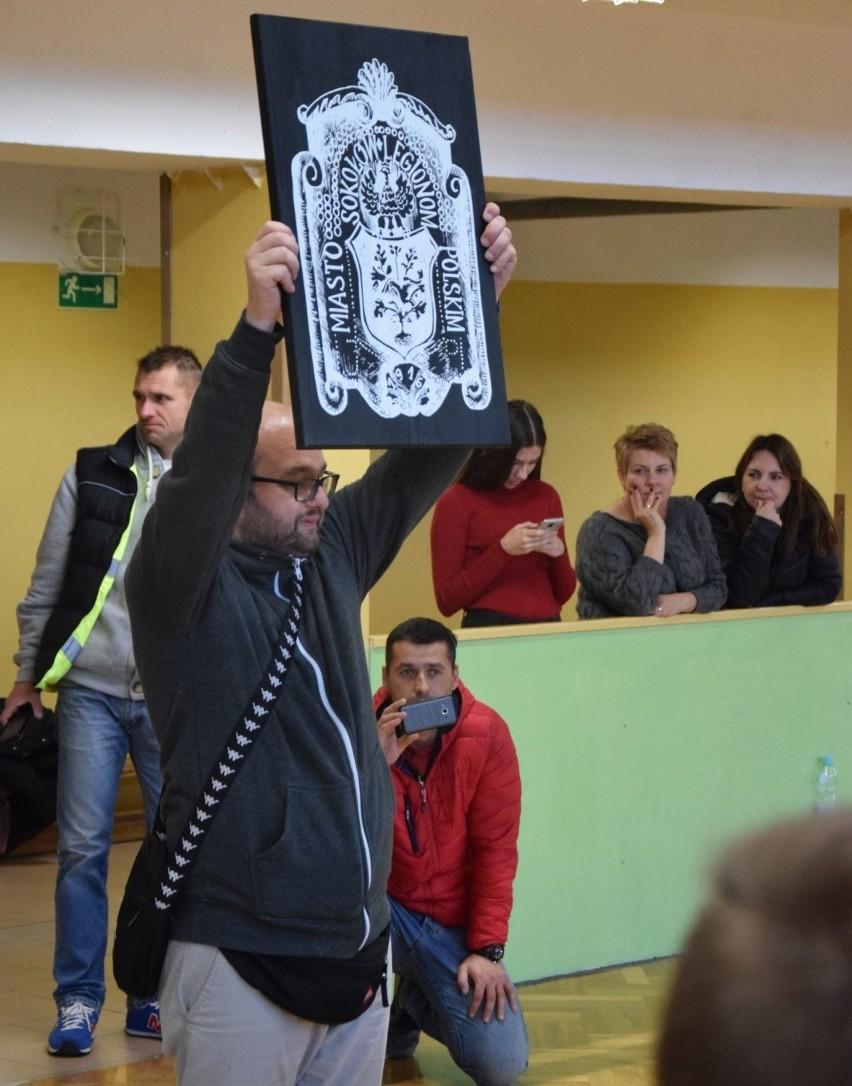 """Dzieci z Sokołowa grają w Turnieju """"Z Podwórka na Stadion o Puchar Tymbarku"""" i już spotkały się z wielkimi gwiazdami [ZDJĘCIA]"""
