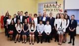 Patriotyczne śpiewanie w gimnazjum w Witoszowie Dolnym