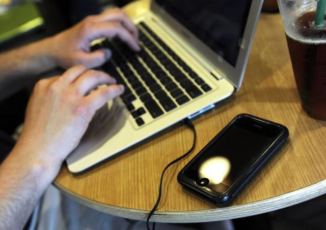 18-letnia jastrzębianka padła ofiarą oszusta w sieci.