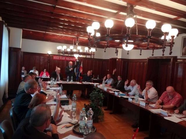 Rada miejska w Pleszewie głosuje absolutorium dla burmistrza