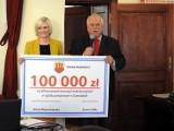 Powiat. Gmina Kaźmierz przekazała 100 tys. zł dla szpitala w Szamotułach [ZDJĘCIA]