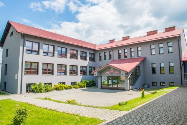 Szkoła Podstawowa nr 2 im. św. Królowej Jadwigi w Choczni