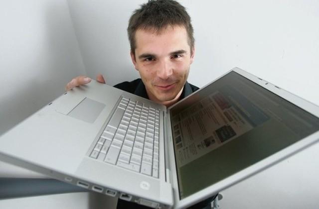 Miał 22 lata, kiedy założył portal Nasza Klasa. Sprzedał go dwa lata później, stając się w dniu transakcji najmłodszym polskim milionerem. Zamiast wydawać pieniądze na wiecznych wakacjach, założył własną spółkę, która zajmuje się produkcją gier na smartfony.