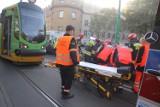 Poznań: Wypadek na ul. Grunwaldzkiej. Samochód zderzył się z tramwajem [ZDJĘCIA]