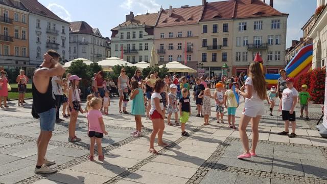 Dziecięcy wtorek w Kaliszu, czyli sportowe wygibaski na Głównym Rynku