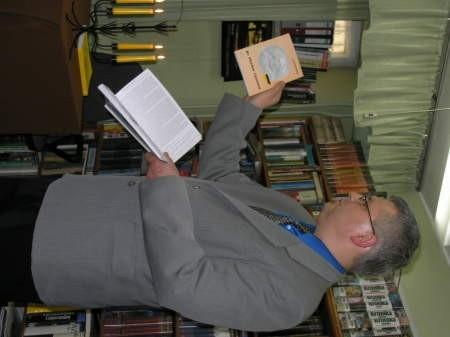 Kazimierz Jaruszewski zachęcał do lektury książek o chojnickich filomatach.