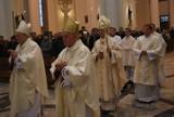 Wielki Czwartek: Obrzęd obmycia stóp w katedrze Chrystusa Króla w Katowicach [ZDJĘCIA + WIDEO]