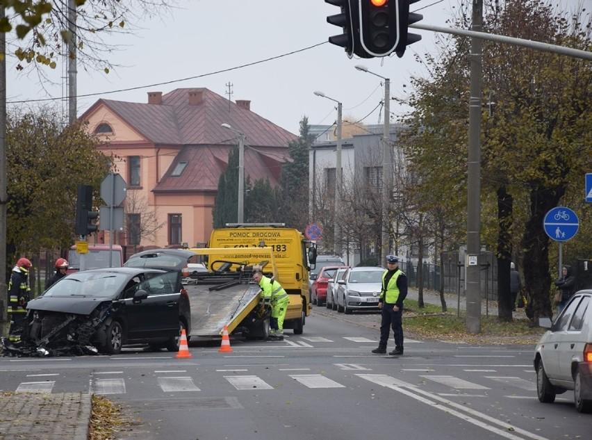 Wypadek na skrzyżowaniu Łódzkiej i Dąbrowskiego w Zduńskiej Woli [zdjęcia]