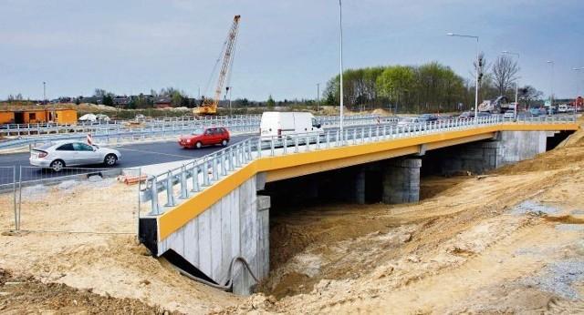 Przez nowy wiadukt na Bukowskiej, który stoi za centrum handlowym King Cross, jeżdżą już samochody