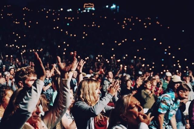 Koncerty, seanse filmowe, spektakle… Wiele osób tęskni za wydarzeniami kulturalnymi, które na razie nie będą mogły się odbywać z udziałem publiczności. Ten weekend to świetny moment, by sprawdzić, jakie wydarzenia odbędą się online!   Przejdź do galerii i sprawdź --->