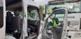Czołowe zderzenie busa z cysterną w Nowej Wsi. Jaka jest przyczyna wypadku, w którym ranne zostały cztery osoby?