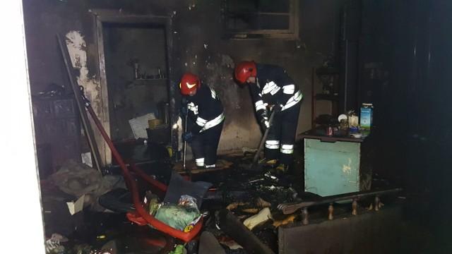 Pożar na Włókienniczej w Łodzi. Pożar w mieszkaniu z którego wyprowadzono wcześniej lokatorów. Ewakuacja mieszkańców kamienicy