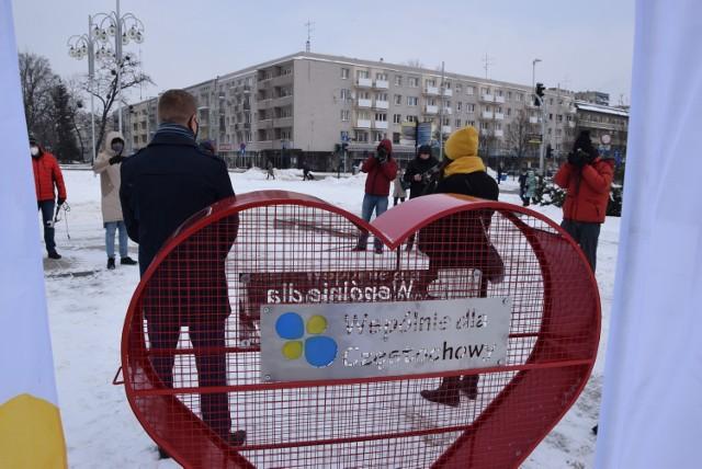 Eko-serce ustawiono na Placu Biegańskiego w Częstochowie  Zobacz kolejne zdjęcia. Przesuwaj zdjęcia w prawo - naciśnij strzałkę lub przycisk NASTĘPNE