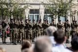 Tak świętowało wojsko w Poznaniu - defilada i piknik wojskowy na placu Wolności [ZDJĘCIA]