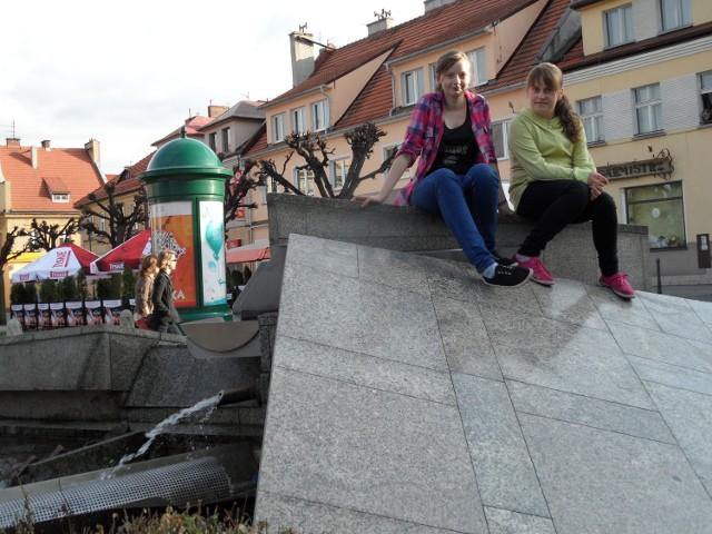Lubimy nasze rynkowe fontanny - mówią Kasia Łomża i Natalia Wenklar