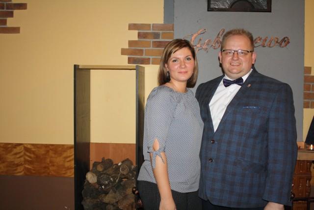 """Tomasz Ryszczuk wraz z żoną Ewą. """"Jest dla mnie dużym wsparciem"""": mówi o żonie sołtys sołectwa Gębarzewo"""