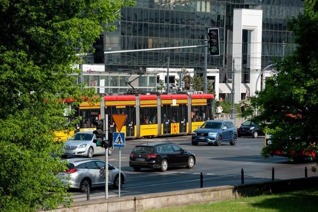 Warszawa. Tramwaje znikają z centrum miasta. Ogromne utrudnienia dla pasażerów
