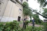 Krajobraz po nawałnicy w Koniecpolu. Uszkodzonych 150 budynków. Wielkie straty też w Myszkowie i Zawierciu