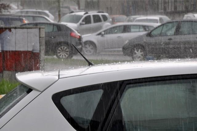 Burze w regionie mogą przynieść ulewne deszcze, a także grad.