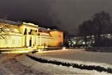Zimowy wieczór w Bełchatowie. Kiedy znów spadnie śnieg w Bełchatowie?