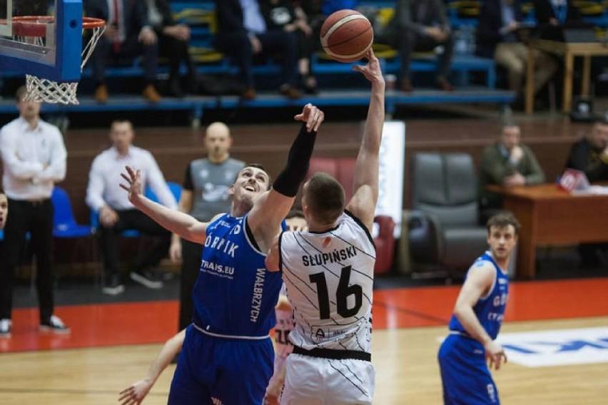 Zdjęcia z pierwszego (wygranego) meczu Górnika w Słupsku