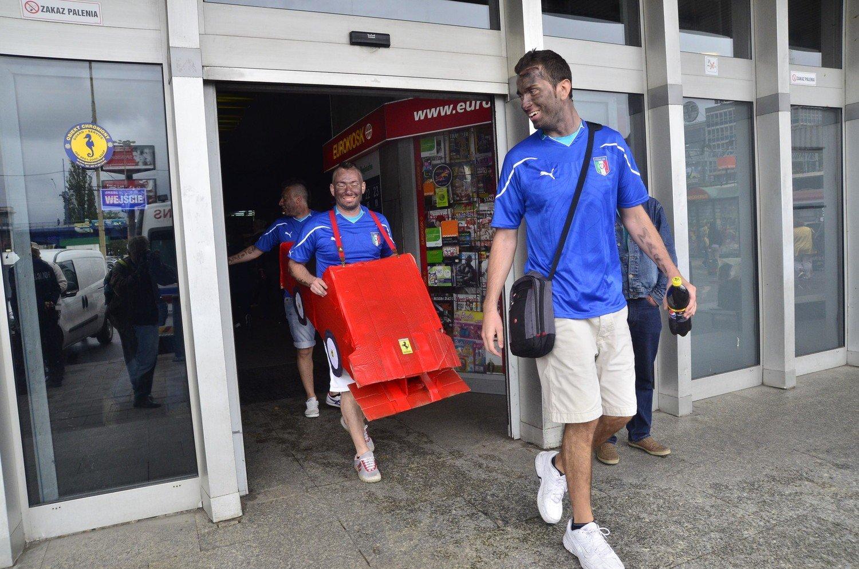da5dab3a3 Euro 2012: Kibice Chorwacji i Włoch przyjeżdżają na poznański dworzec PKP  [ZDJĘCIA]