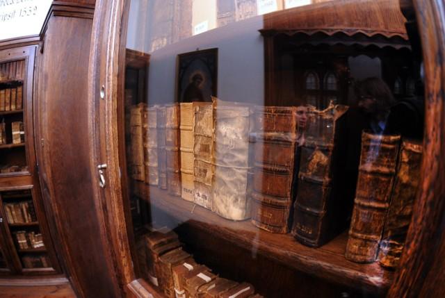 Biblioteka Bernardynów to najstarszy i najcenniejszy księgozbiór miasta, dawniej należący do konwentu bernardynów bydgoskich