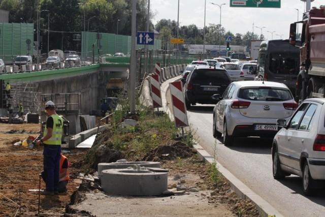 Finiszuje przebudowa węzła Piotrowice na DK81 w Katowicach, czyli remont skrzyżowania ulic Kościuszki i Armii Krajowej.  Zobacz kolejne zdjęcia. Przesuwaj zdjęcia w prawo - naciśnij strzałkę lub przycisk NASTĘPNE