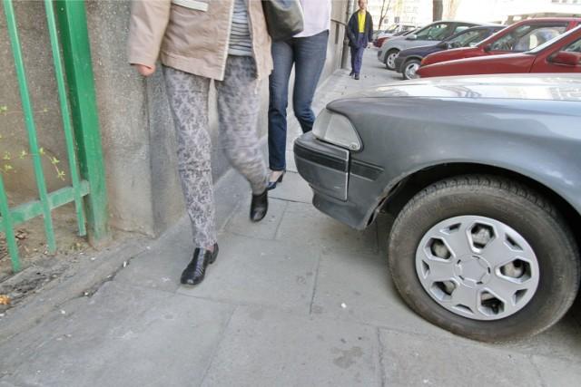 Mieszkańców Gdańska najbardziej denerwuje  złe parkowanie i psie odchody.