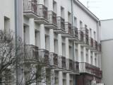 Tragedia w DPS. Podopieczny Domu Pomocy Społecznej w Pabianicach wypadł z okna