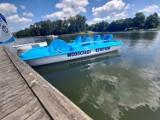 Wodociągi Kieleckie podarowały dzieciom rower wodny. Będzie służył przyszłym żeglarzom do oswajania się z wodą (ZDJĘCIA)