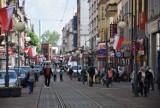 """Tłumy na ulicy Wolności w Chorzowie. Na """"Wolce"""" było dzisiaj więcej osób niż w centrum handlowym AKS Chorzów"""