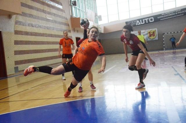 W sezonie 2021/22 seniorska drużyna SPR Olkusz została oparta na miejscowych, młodych zawodniczkach