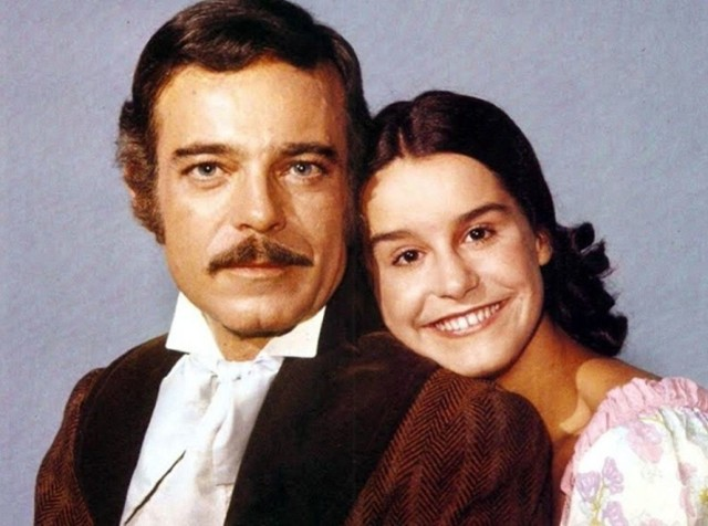 Leôncio Almeida (Rubens de Falco) i niewolnia Isaura (Lucélia Santos). Na kolejnych zdjęciach można zobaczyć, jak zmieniała się Lucélia Santos >>>  TAK ZMIENIAŁA SIĘ LUCELIA SANTOS >>>