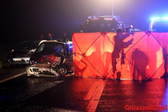 Do zderzenia trzech aut doszło 6 września przed godziną 22.00 na DK 15 między, Gnieznem a Trzemesznem. W wyniku wypadku śmierć na miejscu poniosła jedna osoba.  Więcej tutaj