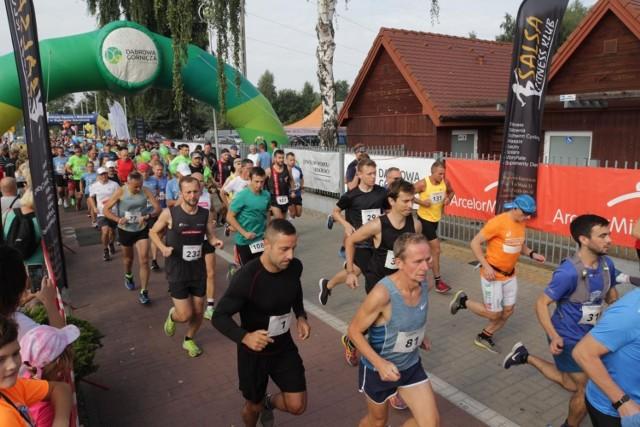 Start i meta XIII Półmaratonu Dąbrowskiego znajdowały się na parkingu Pogorii III   Zobacz kolejne zdjęcia. Przesuwaj zdjęcia w prawo - naciśnij strzałkę lub przycisk NASTĘPNE