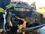 Pożar samochodu w Nadolniku. Wraz z autem spłonął również garaż (ZDJĘCIA)