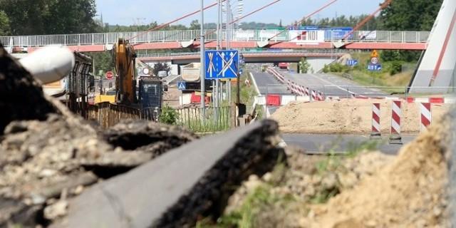 Uszkodzony wiadukt i droga na DK86 w Katowicach. Droga jest zamknięta od 27 czerwca