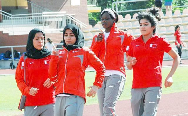 Młode dziewczęta trenujące w islamskich chustach to w Polsce wciąż niecodzienny widok