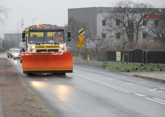 IMGW ostrzega przed marznącymi opadami deszczu. Kierowcy, będzie ślisko!