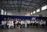 Gmina Chocz. Nagroda za całoroczną naukę. Blisko 90 uczniów odebrało stypendium burmistrza
