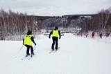 Za co można dostać mandat na stoku? Tego nie rób: ostrzeżenie dla narciarzy i snowboardzistów. Bezpieczeństwo przede wszystkim!